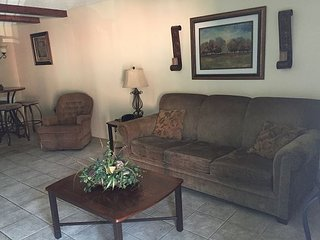 Oak Square, Two Bedroom in the Heart of Gatlinburg (Unit 205)