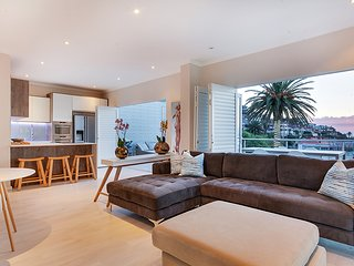 Spacious 2 bed in Bantry Bay with stunning views