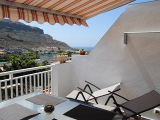 Bonito, comodo y amplio apartamento con vistas agradables, con 'el mar' al fondo