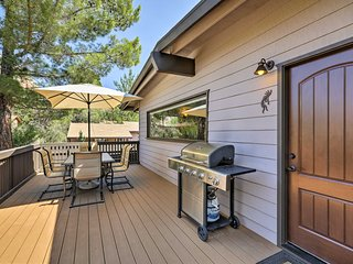 Sedona Getaway w/ Hot Tub, Deck, & Red Rock Views!
