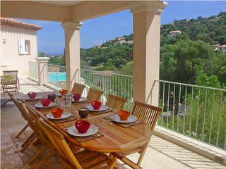 Villa neuve pour 12 personnes, avec piscine