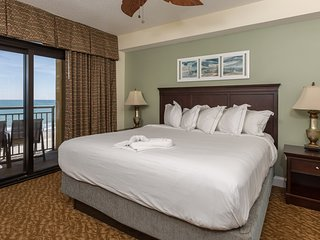 Luxurious Oceanfront Suite for 10 | Spa, Pools + Hot Tubs On-Site