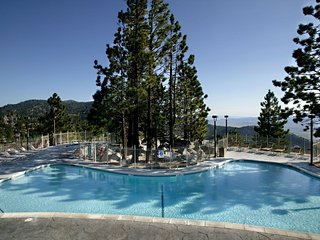 Charming Condo near Heavenly | Access to Pools, Spa + Fitness Centre!