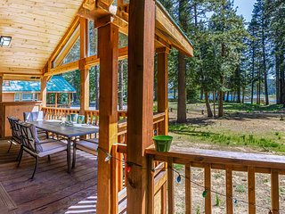 #52 The Cabins at Hyatt Lake - Sleeps 4 -Lake View