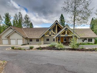 NEW LISTING! Luxury home w/million dollar views, private hot tub & privacy