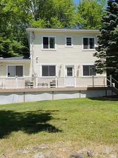 3BR Lakeview House W/ Brand new Front and Back Deck
