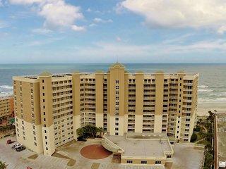 St Maarten condo overlooks the beach,3 bed/3 bath,2300sf, luxurious upscale