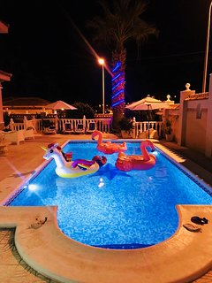 Luxury 6 bedroom, air con wifi private pool golf