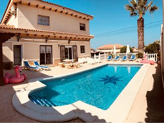 LUXURY 6 BED VILLA -WIFI- AIR CON -SKY TV-POOL TABLE-