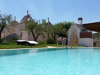 Luxury Trulli Terrarossa with Pool for 14 People!