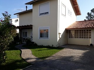 Excelente casa em condomínio fechado com piscina