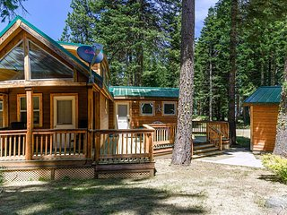 #32 The Cabins at Hyatt Lake - Sleeps 6 - Hot Tub