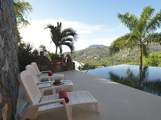 Beautiful Studio Overlooking Playa La Ropa