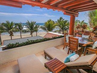 Casa Azul at Las Palmas with Hotel Service