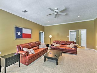 NEW! College Station Home w/Yard - 5 Mins to A&M!