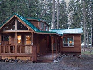 #51 The Cabins at Hyatt Lake - Sleeps 6 - Hot Tub
