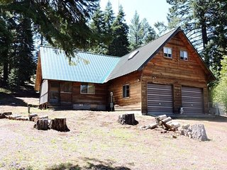 Whispering Pines Cabin Retreat ~ Pet Friendly