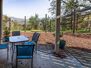 Bel Canto ~Stunning Views from Ashland's Hillside