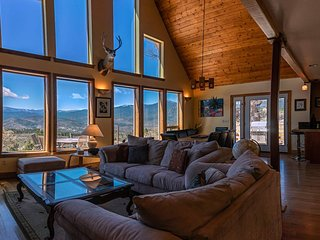 Sunset Chalet - 2600 sq.ft. Multi-Seasonal retreat