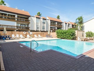 NEW LISTING! Bayfront condo w/shared pools, boat dock - near entertainment