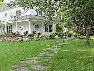 Terrace Green Bed & Breakfast King Room, location de vacances à Morrisburg