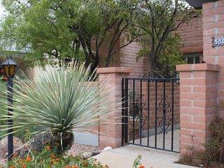 Cozy Tucson Townhouse for Rent (Minimum 3 Month Lease)