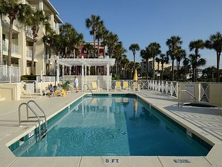 Beautiful 1BR Gulf Place Condo ~ Low Pre-Hurricane Rates still in Place!
