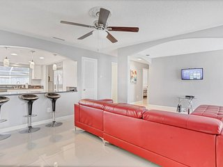 Centrally Located Pool Home Located In Tampa