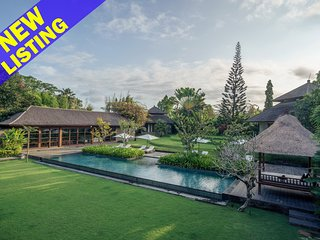 7 Bedroom Villa for Large Group + Pool Table, Canggu;