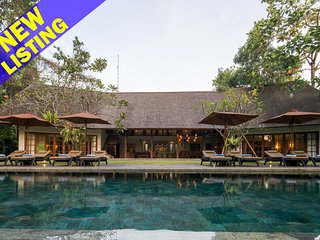 7 Bedroom Tropical Villa in Canggu;