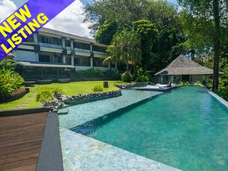 Rumah Matisse, 5 Bedroom Villa by the beach, river and jungle views, Near Canggu