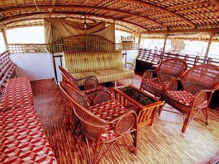 2 Bedroom Deluxe Houseboats with AC