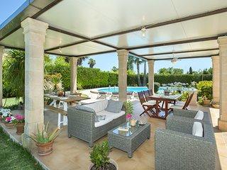 Deluxe Villa Coloma con Piscina Gigante y Vacaciones Exclusivas