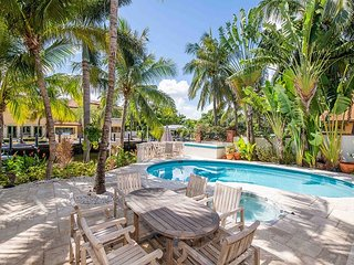 Private Pool, Spa & Boat Dock! Luxe 5BR Waterfront Estate, Near Las Olas Blvd