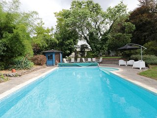 PENTRE COURT, outdoor swimming pool, Abergavenny