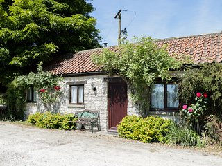 ROSE COTTAGE, Dog Friendly, Kirkbymoorside
