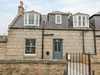 WESTWOOD, open-plan, one-pet welcome, in Ballater