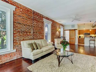 Newly Renovated 1906 Historic Dwntwn Loft! 5 min Walk to Dining, Patio w/Grill &