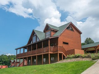 NEW LISTING! Luxury mountain view lodge w/hot tub, deck, fireplaces & game room