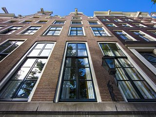 LUXURY CANAL VIEW 1BR IN KEIZERSGRACHT