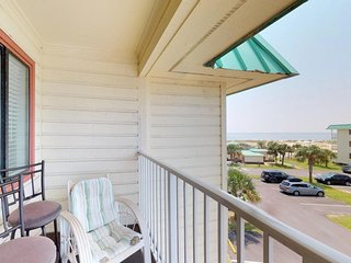 NEW LISTING! Hotel suite condo near beach & town w/shared pool & hot tub