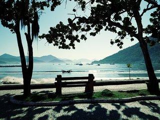 Lindas suítes ao lado da orla turística e praias