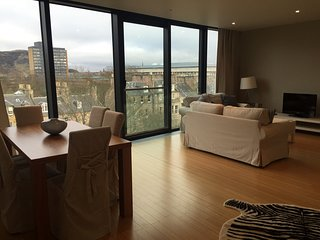 Extremely central and spacious Quartermile apartment with stunning city views