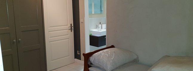 Chambre 2 avec lit gigogne...Salle de bain ...et climatisé