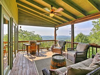 NEW! Luxurious Clayton Cabin w/ Stunning Mtn Views