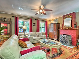 NEW! 'The Ivy Cottage' near Hendersonville Main St
