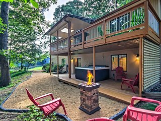 Private Home w/Hot Tub, 13 Miles to Dtwn Asheville