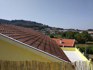 Casa espacosa com terraco,  localizada entre a cidade e a serra do Geres