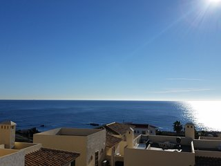 Beautiful Townhouse with Sea Views in Harbour Lights 2 Bedrooms Sleeps 4