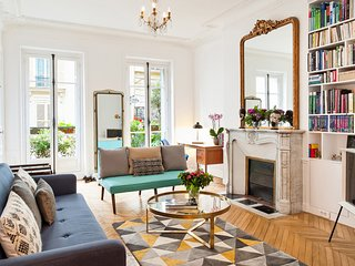 SOAK THE PARISIAN LUXURY WITH STYLE IN MARAIS